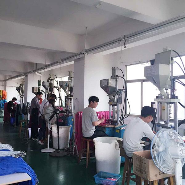 宏浩达数据线生产厂家成型数据线注塑作业区